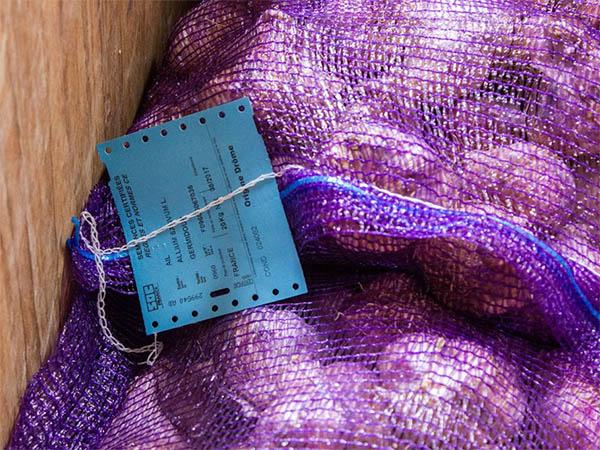 Certificat SOC sur un sac d'ail