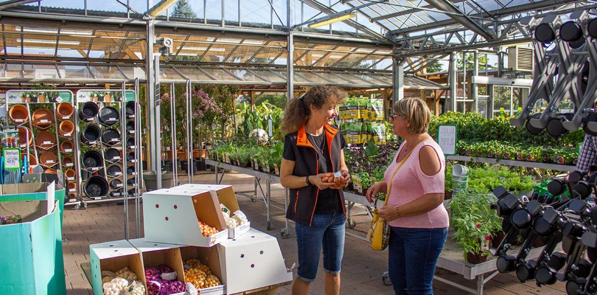 photo vendeuse cliente jardinerie